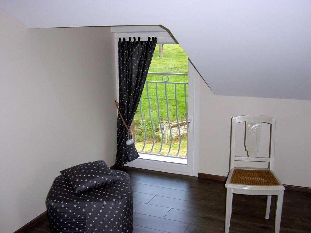 Chambre lin - Gîte La Forge - Vue sur le jardin