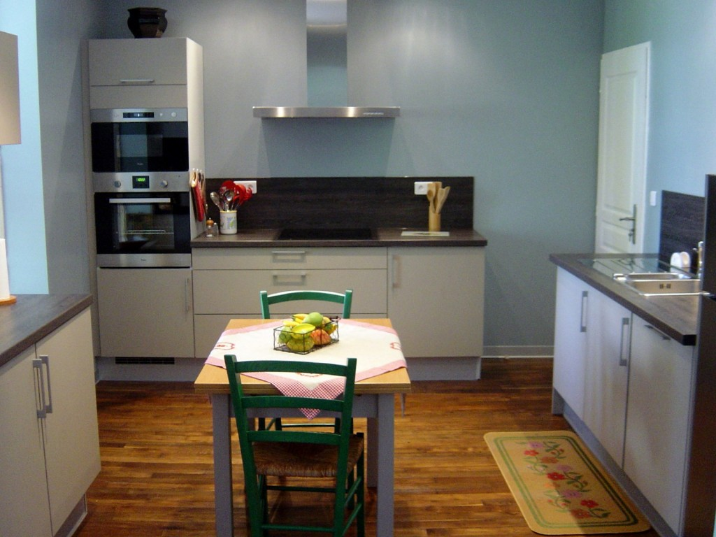 Gîte avec une cuisine intégrée moderne
