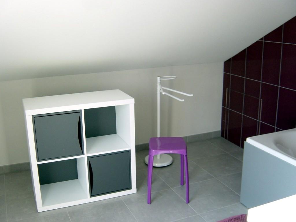 Meuble de rangement - salle de bain avec baignoire