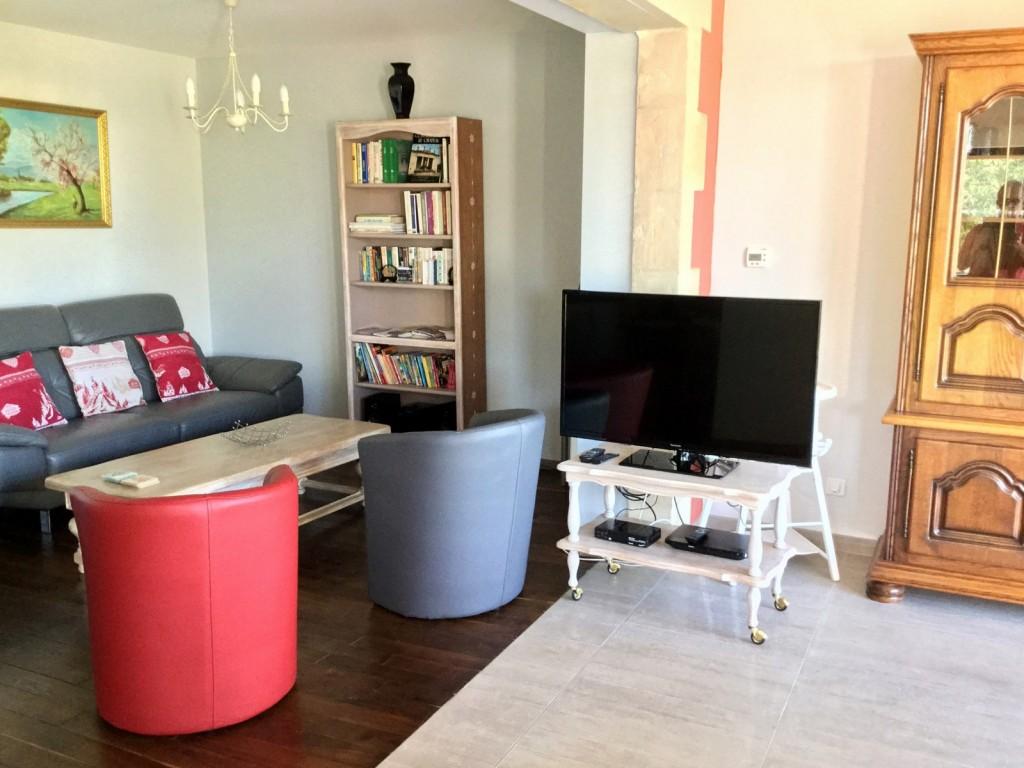 Salon avec télé / dvd / tnt - Gîte en Meuse